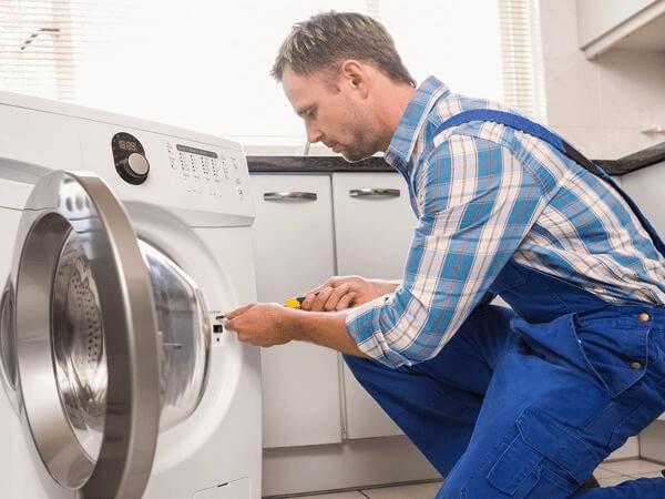 استفاده از تعمیرکار برای رفع صدای زیاد ماشین لباسشویی